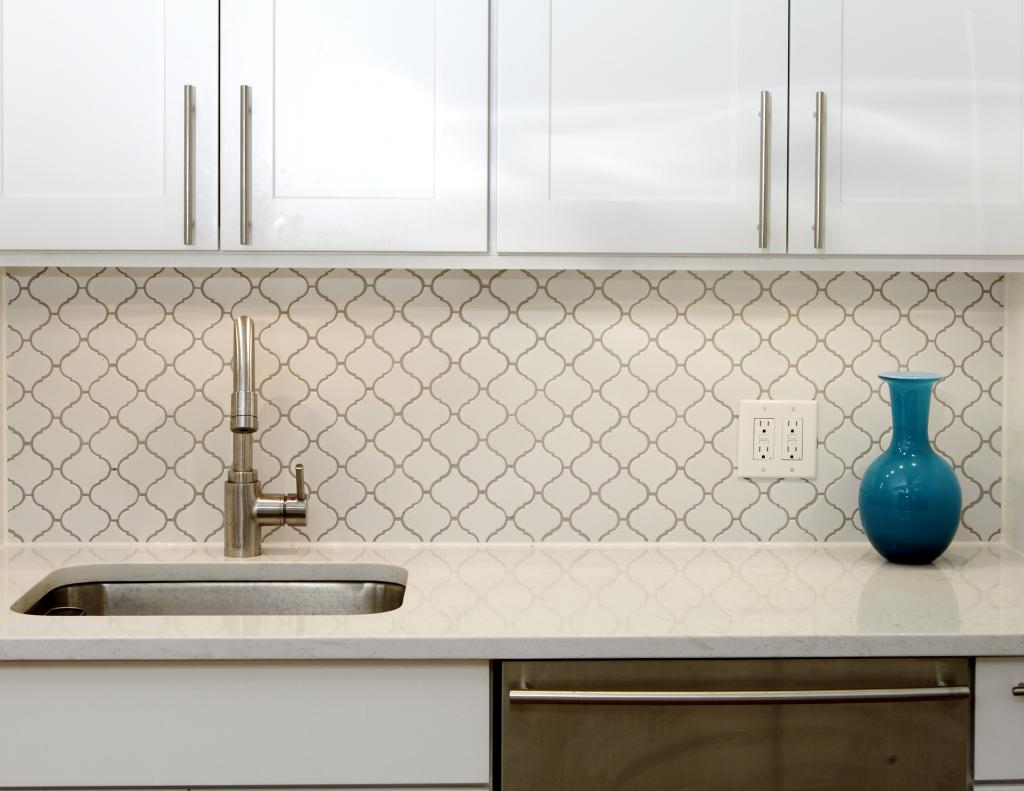 shaker cabinets, white kitchen, white tile, transitional kitchen, modern kitchen, seabaugh interiors, brooklyn interior designer